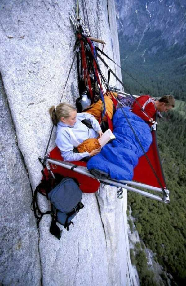 climbers-hanging-tents (35)