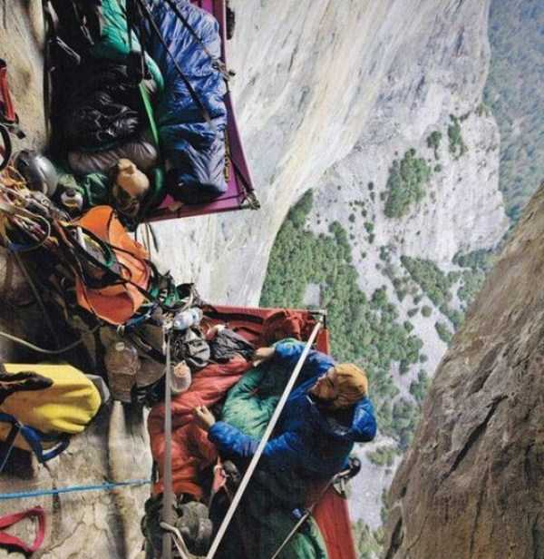 climbers-hanging-tents (36)