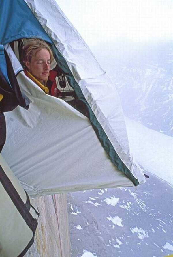 climbers-hanging-tents (39)