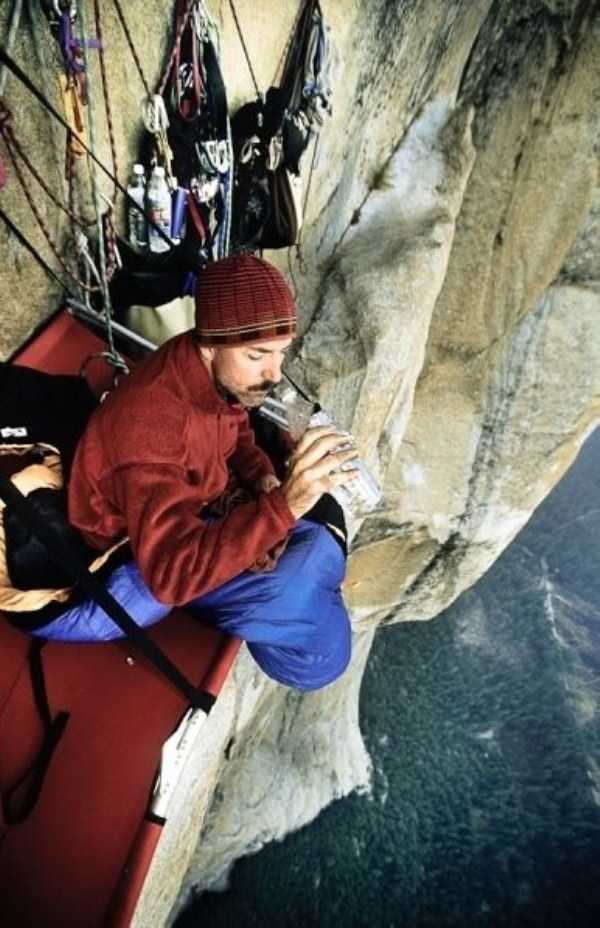 climbers-hanging-tents (4)