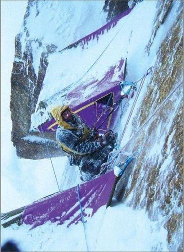 climbers-hanging-tents (40)