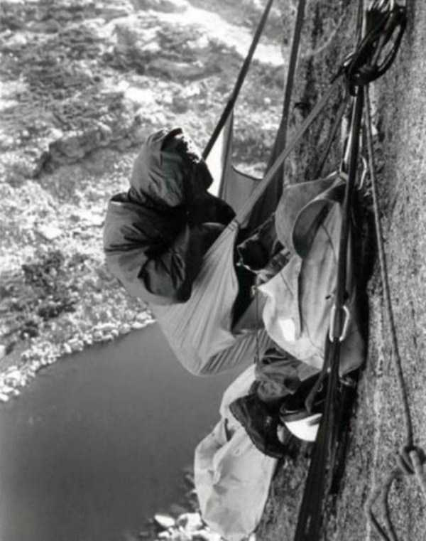climbers-hanging-tents (41)