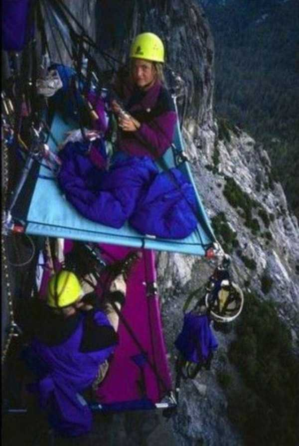 climbers-hanging-tents (42)