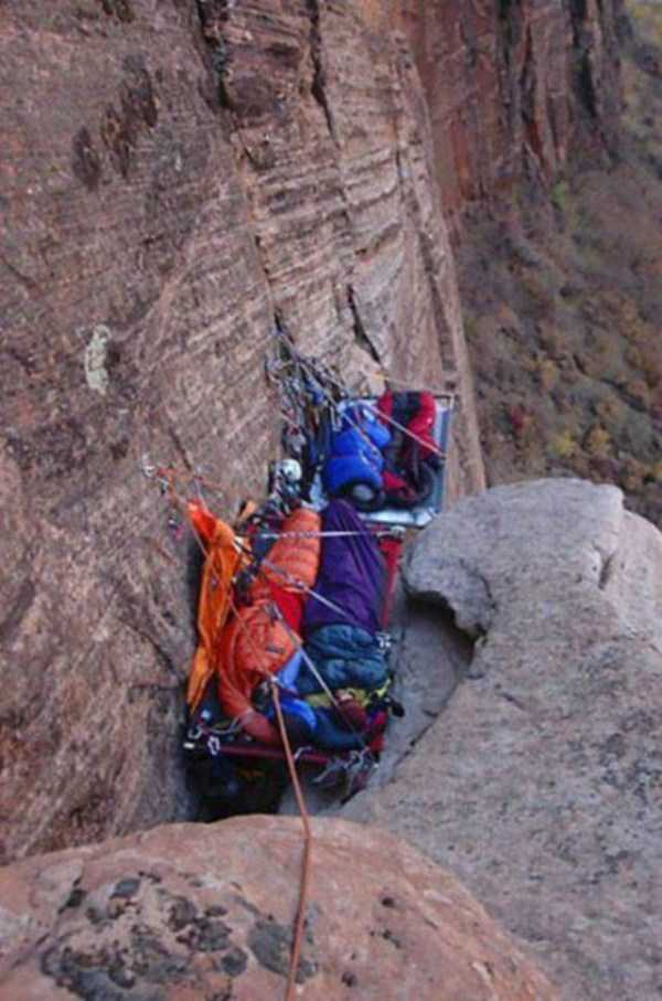 climbers-hanging-tents (44)