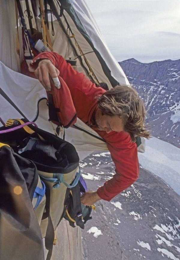 climbers-hanging-tents (45)