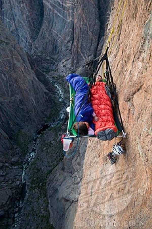 climbers-hanging-tents (46)