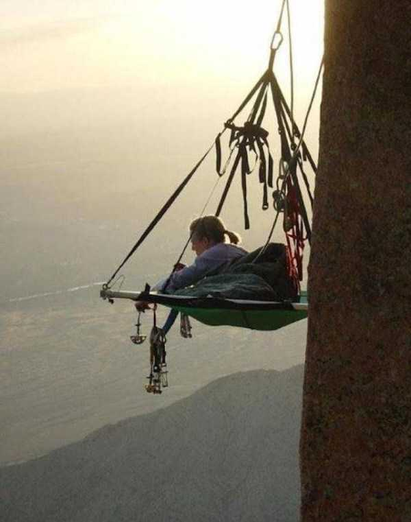climbers-hanging-tents (47)