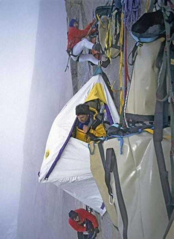 climbers-hanging-tents (48)