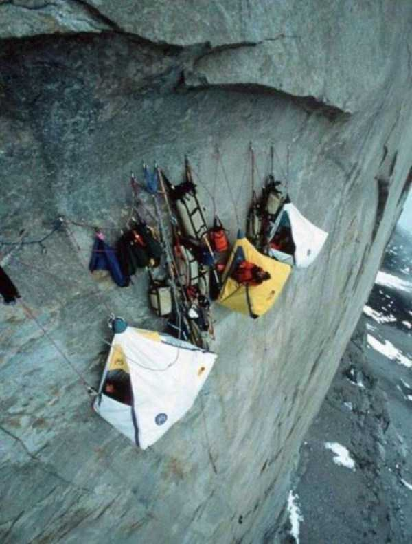 climbers-hanging-tents (49)