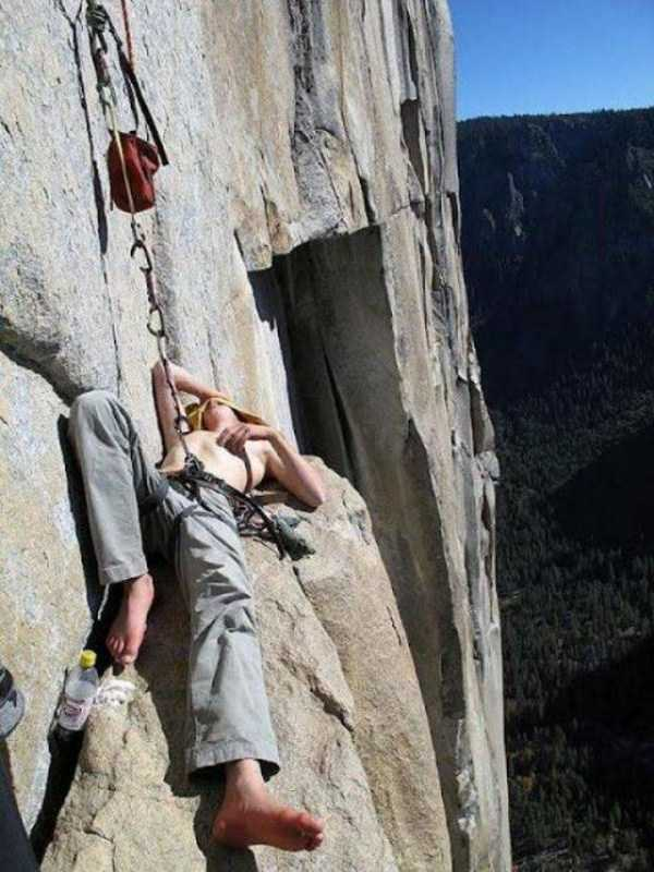 climbers-hanging-tents (50)