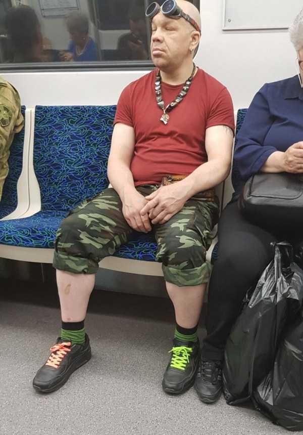 strange-subway-fashion (20)