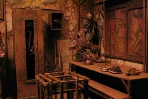 Mark-Powell-scary-dioramas (1)