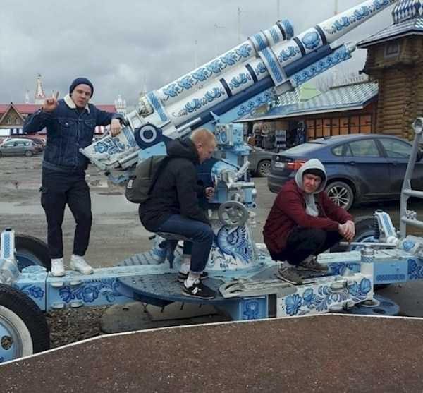russians-squatting (4)