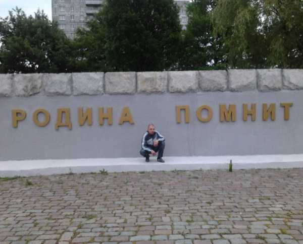 russians-squatting (40)