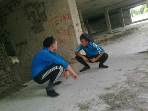 russians-squatting (41)