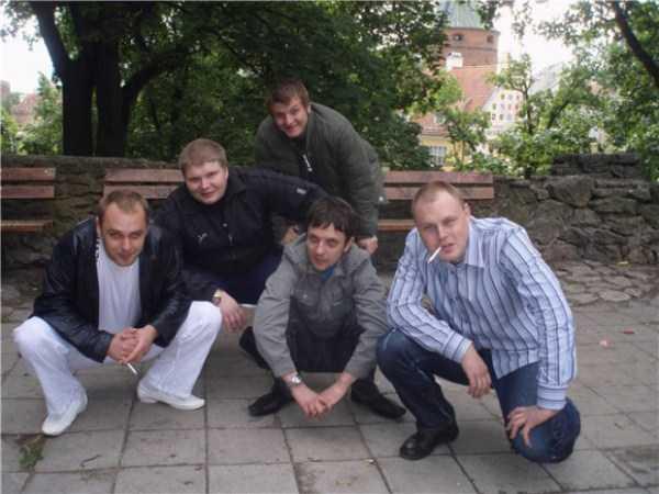 russians-squatting (48)