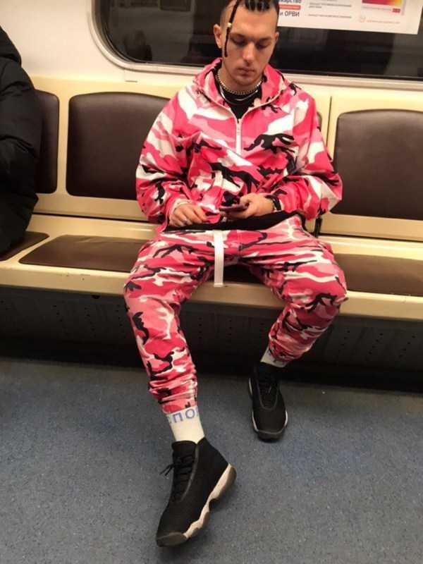 strange-subway-fashion-russia (30)