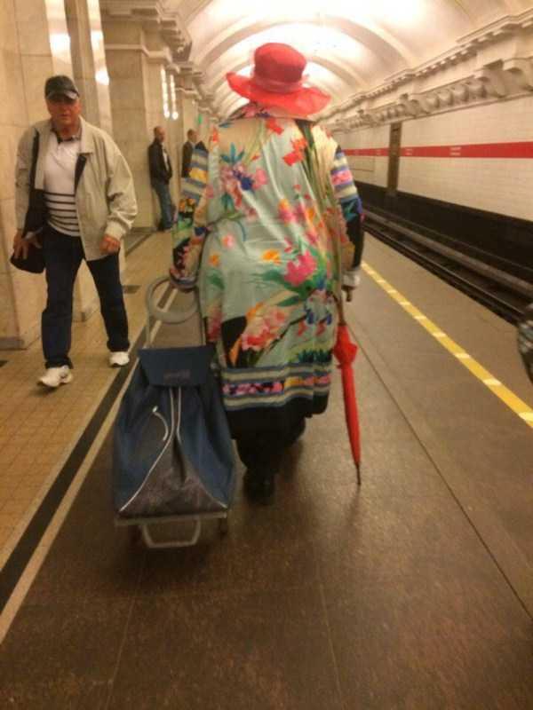 strange-subway-fashion-russia (31)