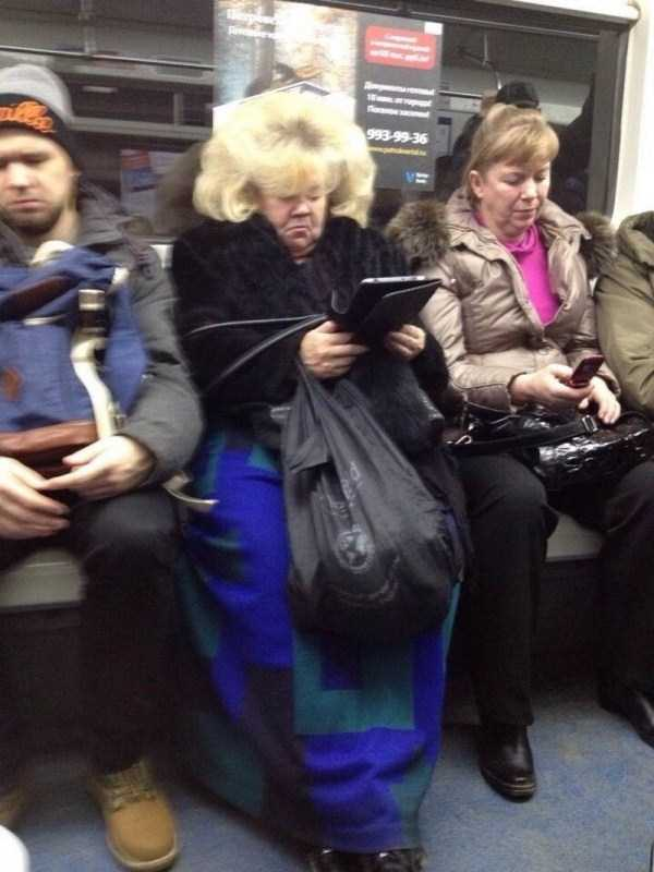 weird-russian-metro-fashion (24)