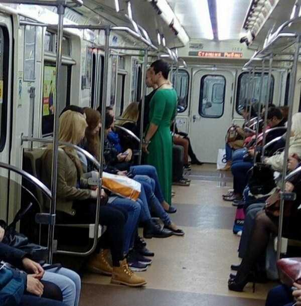 weird-russian-metro-fashion (33)