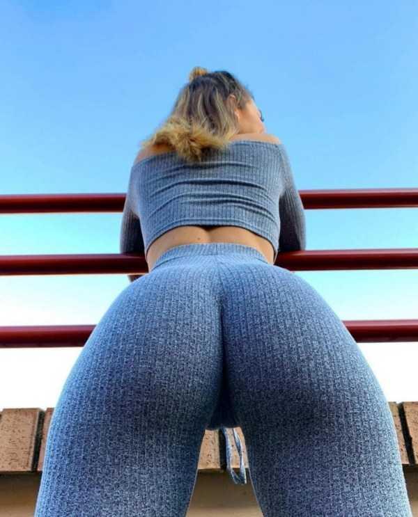 Hot Girls In Yoga Pants - Part 4 | KLYKER.COM