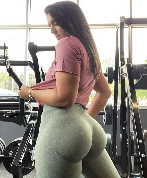 sexy-yoga-pants-girls-13.jpg