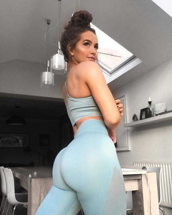 sexy-yoga-pants-girls-6.jpg